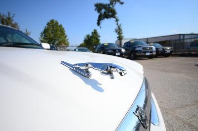 XJ-V8-LWB Jaguar touring sedan